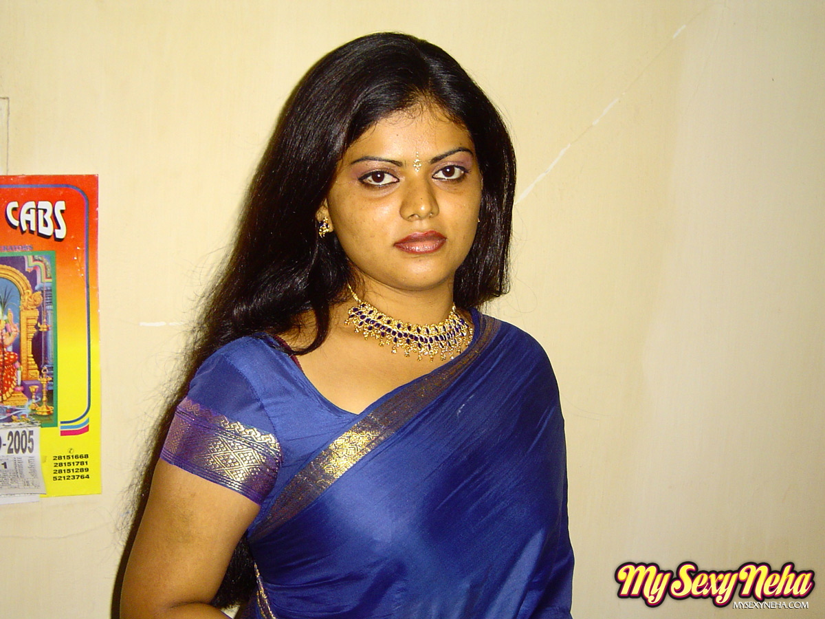 Iab picture gallery 19. Hot and lascivious Neha Nair in blue south Indian sari